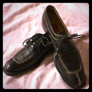 Black Cole Haan leather Oxford shoes. Size 7.5 AA.